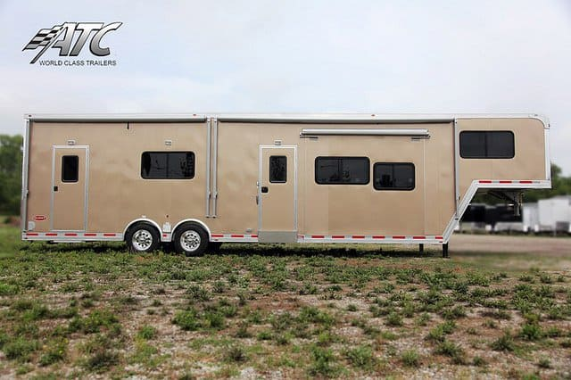 40 Ft Beige Race Trailer With Living Quarters Mo Great Dane